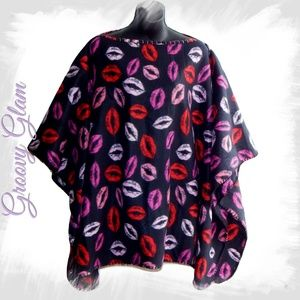 GROOVY GLAM Hot Lips Classic Fleece Poncho